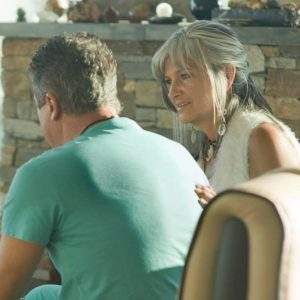 woman supporting man XsOs